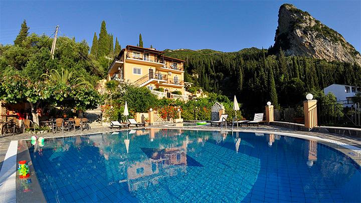 Dinas_Paradise_Hotel_4