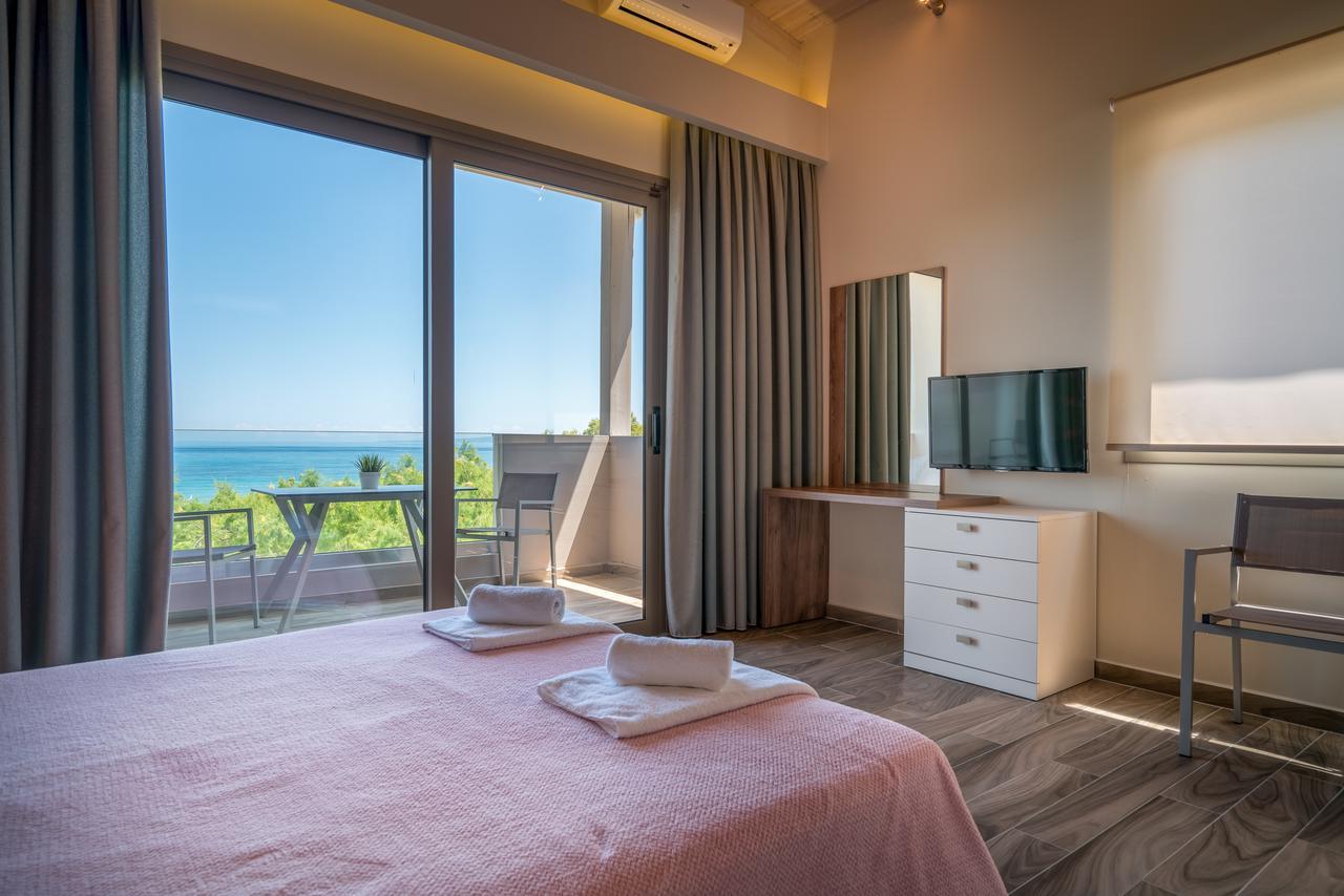 cazare-recomandata-porto-kaminia-Fiore-Beach-Studios-2
