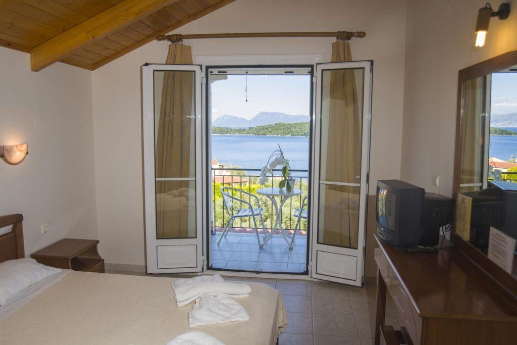 hoteluri-panorama-piscina-lefkada-3