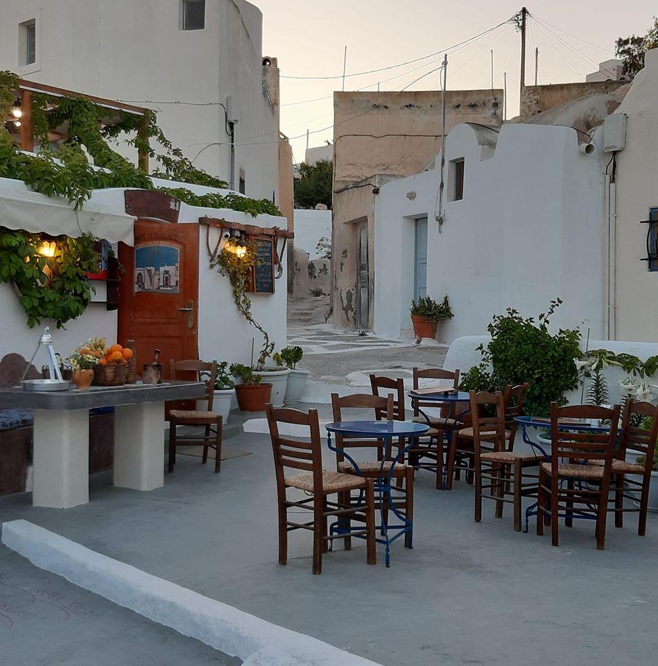 Cafe The Old barber Emporio Santorini
